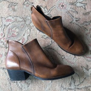 Anthropologie leather zip booties 9